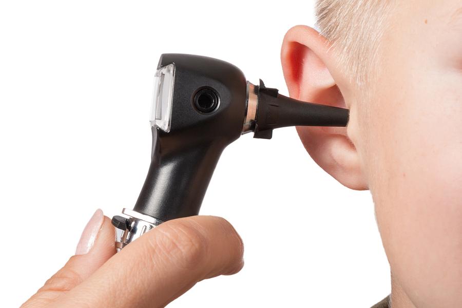 נוזלים באוזניים בדיקה